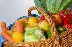 Frisches Obst und Gemüse, Einkaufen ohne Verpackung, gesunde Ernährung