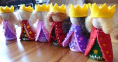 tut on how to make a bunch of different peg dolls: queens and kings, fairies, flower fairies, mushroom fairies and ladybug