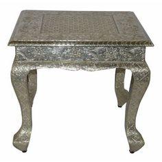 Adeln+Sie+Ihre+Einrichtung+mit+diesem+noblen+Beistelltisch+von+LANDSCAPE!+Die+Silberfarbe+passt+glänzend+zu+Ihrem+extravaganten+Interieur.+Das+ca.+43+cm+hohe+Tischchen+ist+aus+Mangoholz+gefertigt+und+mit+einer+Dekorfolie+aus+Aluminium+versehen.+Die+geschwungenen+Beine+und+das+barocke+Muster+geben+diesem+quadratischen+Beistelltisch+eine+ausgefallene,+edle+Note.+Das+Highlight+für+Ihr+Zuhause!