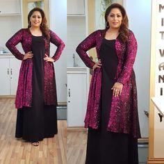 Beautiful Women Over 40, My Black, Muslim Fashion, Curvy, Sequins, Sari, Fashion Outfits, Dancers, Glitter