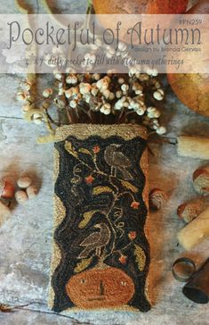 Pattern for a 4 x 7 Autumn-themed ditty pocket. Pattern includes tracing template and a piece of weaver's cloth. Primitive Fall, Primitive Crafts, Primitive Ornaments, Primitive Christmas, Hook Punch, Weavers Cloth, Fall Sewing, Punch Needle Patterns, Make Do And Mend