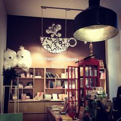 This is my newest favourite cafe in the city. I discovered My Sweet Memory (MSM) last year during one of the weekends we had dinner at St. Korean Cafe, Interior Styling, Interior Design, Easy Listening, Cafe Shop, Beautiful Inside And Out, Cafe Design, Cafe Restaurant, Sweet Memories