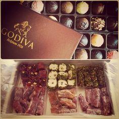 Mutlu bayramlar ;) izmirden narlı, portakallo lokumlarımız ve babamdan da godıva çikolatalarımız.. :)