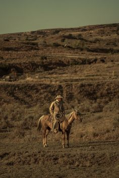 Cowboy Photography, Life Photography, Planets Wallpaper, Old West, Pretty Pictures, Armour Wear, Cowboys, Westerns, Camel