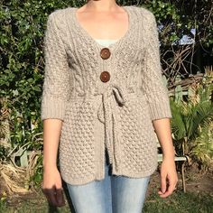 Chunky knit sweater Great condition, just some minor pilling. Incredibly soft and warm. Kaisley Sweaters Cardigans