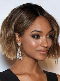 Jourdan Dunn Fashionable Medium Wavy Lace Front Human Hair Wig 12 Inches