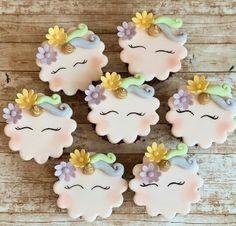 Cupcake Toppers, Cupcake Cookies, Sugar Art, Unicorn Cupcakes, Instagram, Food, Personalised Sweets, Kids Part, Unicorn Birthday Parties