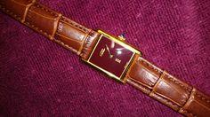 "Must de Cartier Tank Vermeil, Mechanical Movement burgundy, alligator strap with Cartier ""C"" buckle. (Foto Tonton)"