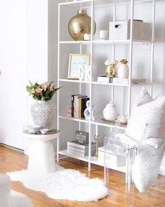 35 The Best Bookshelf Decor Ideas For Yo. - 35 The Best Bookshelf Decor Ideas For Your Living Room – Whether you have a built-in bookshelf or - Styling Bookshelves, Cool Bookshelves, Bookshelf Ideas, Organizing Bookshelves, Gold Bookshelf, Bookshelf Inspiration, Bookcase, Modern Bookshelf, Decorating Bookshelves