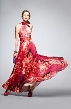Just twirl & dance in this floral maxi dress.