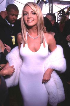 Britney Spears — who was there as a nominee for Best New Artist — gave us some old school Hollywood glamour. | 31 Things About The 2000 Grammy Awards You May Not Remember
