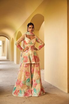 Party Wear Indian Dresses, Dress Indian Style, Indian Wear, Indian Outfits, Party Dress, Lehenga Choli Images, Lehenga Designs, Indian Bridal Lehenga, Blouse Neck Designs