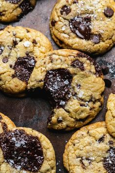 These Ultimate Triple Chocolate Chip Cookies are filled with three types of chocolate for the best ever chocolate chip cookie! Healthy Dark Chocolate, Types Of Chocolate, Triple Chocolate Chip Cookies, Mini Chocolate Chips, Chocolate Texture, Levain Bakery, Delicious Desserts, Vegan Desserts, Dessert Recipes