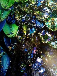 Thierry Mugler Chimaera dress - detail of scales Dragon Costume, Blue And Green, Couture Details, Fabric Manipulation, Marine Life, Under The Sea, Textile Design, The Little Mermaid, Wearable Art