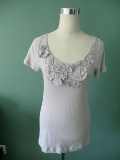 NEW J.CREW LILAC GRAY 100% COTTON FLOWER APPLIQUE BEADED LONG TOP MEDIUM