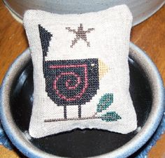 Cross stitch mini pillow of a red wing blackbird and star. Easy Cross, Simple Cross Stitch, Red Wing Blackbird, Crows Ravens, Cross Stitch Patterns, Craft Projects, Throw Pillows, Embroidery, Christmas Ornaments