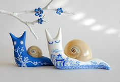 These little snails would be easy to make with fimo clay and would be cute in the garden. If the bottoms were lined with pennies, they would repel actual slugs.