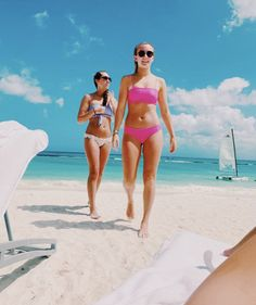 Tumblr Beach Pictures, Summer Pictures, Beach Pics, Cute Friend Pictures, Best Friend Pictures, Cute Bathing Suits, Insta Photo Ideas, Cute Friends, Best Friend Goals