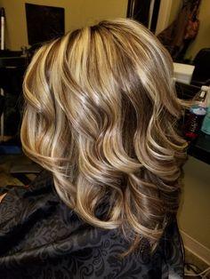 Medium Hair Styles, Curly Hair Styles, Frosted Hair, Brown Blonde Hair, Hair Color Highlights, Great Hair, Gorgeous Hair, Balayage Hair, Hair Looks