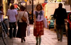 Cassie Ainsworth in Skins.  Printed tee + knee length skirt + coloured socks + tote bag + long pendant necklace