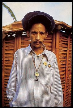 Augustus Pablo Edition Retouch Color m Reggae Rasta, Afro, Reggae Artists, Music Artists, Dancehall Reggae, Jamaican Music, The Wailers, Rocker Style, Music Photo