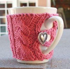 I A pink heart mug sweater! Any of my knitting or crochet friends want to make me one? I do good to make a granny square when I crochet. Knitting Projects, Crochet Projects, Knitting Patterns, Sewing Projects, Craft Projects, Mug Cozy, Coffee Cozy, Coffee Time, Coffee Mugs