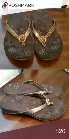 0ae02d333a8f Vionic Sharon patent thong sandal Flip flops with cute flower details on  thongs