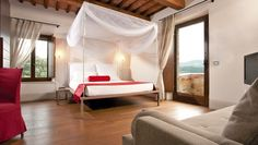 Poggio Piglia: All Deluxe Rooms offer panoramic valley views; one even sports a romantic four-poster bed.