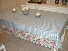 Linda Toalha de mesa fundo xadrez e barrado floral.  Para servir um belo almoço, jantar ou um café da tarde com a família e amigos.    Fazemos do tamanho e estampa de sua preferencia.