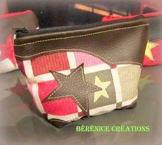 Porte monnaie en tissu jacquard motifs étoiles multicolores et appliqués fantaisies en simili marron sur un côté.  Intérieur en tissu uni vieux rose.  Fermeture par fermet - 15845434