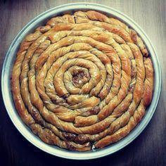 Elpida's Little Corner! Pita Recipes, Greek Recipes, Candy Recipes, Desert Recipes, Cookie Recipes, Greek Sweets, Greek Desserts, Sweet Buns, Sweet Pie
