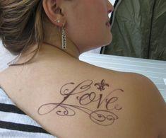 female shoulder tattoos - http://www.tattoos-box.com/2011/06/21/female-shoulder-tattoos-2/