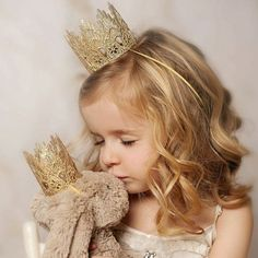 Best Ideas For Photography Ideas Kids Girls Princesses Lace Crowns American Girl, Baby Photos, Girl Photos, Lila Party, Kind Photo, Lace Crowns, Retro Kids, Toddler Photography, Photography Poses
