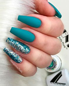 Amazing teal blue coffin nails with glitter! - Amazing teal blue coffin nails with glitter! Blue Coffin Nails, Teal Nails, Solid Color Nails, Gradient Nails, Holographic Nails, Nail Colors, Nails Turquoise, Blue Nails With Glitter, Metallic Nails