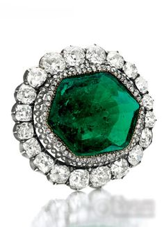 Emerald diamond vintage ring