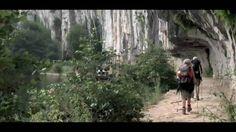 Au départ de Cahors, une route bordée de falaises se faufile dans la vallée du Lot pour vous emmener vers un spectacle inoubliable : celui de Saint-Cirq-Lapopie. Ce village médiéval, merveilleusement intact, épouse la paroi rocheuse à 100 mètres au-dessus de la rivière.   Pour en savoir plus sur les Grands Sites de Midi-Pyrénées, rendez-vous sur : http://www.grandsites.midipyrenees.fr
