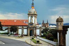 Puerta del Dique en los históricos astilleros de Ferrol en Galicia San Francisco Ferry, Statue Of Liberty, Paradise, Spain, Building, Travel, Antique Photos, Monuments, Past