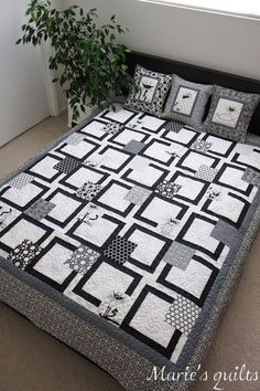 Marie's quilts: Black and white quilt Not full tutorial, but planning etc. Colchas Quilt, Patchwork Quilt, Cat Quilt, Quilt Blocks, Crochet Quilt, Quilting Tips, Quilting Projects, Quilting Designs, Sewing Projects