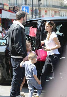 Jennifer Garner, Ben Affleck et leurs enfants Violet, Seraphina et Samuel sur le départ à la gare du Nord à Paris pour Londres le 8 mai 2016.