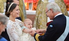 Grandfather King Carl XVI Gustaf got in his own special moment with his youngest grandson. 9 September 2016.  Photo: Getty Images - HELLO! US
