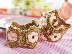 FREE PATTERN! Flower crochet cuffs