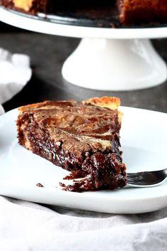 Kun pitää saada suklaanhimo tyydytettyä, niin tämä kahden suklaan mutakaku tekee tehtävänsä! Vaikka rakastankin suklaata ja olen siihen täysin hieman koukussa, leivon usein myös muitakin kuin pelkkiä suklaaherkkuja. Huomasin kuitenkin, että kesänjälkeinen aika on ollut melko suklaatäyttei… Sweet Desserts, Delicious Desserts, Baking Recipes, Dessert Recipes, Funny Cake, Pretty Cakes, Sweet And Salty, Yummy Cakes, Fall Recipes
