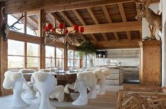 Colin & Justin: Give Style to Your Chalet Chalet Design, Chalet Style, House Design, Chalet Interior, Colorful Interior Design, Traditional Decor, Home Decor Trends, Decor Ideas, Rustic Design