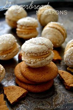~Gingerbread Macarons~ surprisingly simple to make and taste amazing! Sweet, spicy, crisp and chewy and filled with a creamy Biscoff center, they're the perfect holiday treat! Tea Cakes, Christmas Desserts, Christmas Baking, Christmas Macaron Recipe, Macarons Christmas, Christmas Recipes, Holiday Recipes, Just Desserts, Delicious Desserts