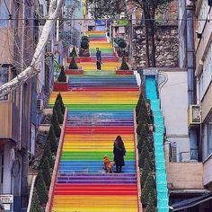 Escadas coloridas de Istambul.