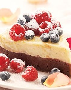 Dessert recipe - Not your average cheesecake, the baked cheesecake topped with berries is rich, creamy and still delish enough to count as a dessert. Jenny Morris, Brownie Toppings, South African Recipes, Cheesecake Brownies, Dessert Recipes, Desserts, Food Lists, Delish, Sweet Treats
