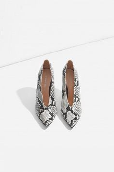 Buy Jennie-Ellen by Snakeskin Oval Heel from our Shop range - Grey, High Heels, Animal Instinct - @ Own The Look New Fashion Trends, Daily Fashion, Fashion News, Women's Fashion, Fashion Outfits, Snake Print Pants, Heels Outfits, Casual Outfits, Africa Fashion
