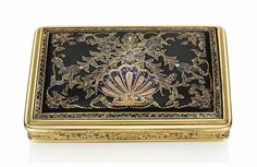 AN ITALIAN GOLD AND TORTOISESHELL PIQUÉ SNUFF-BOX PROBABLY NAPLES, CIRCA 1810, LATER STRUCK WITH A DUTCH IMPORT MARK FOR GOLD rectangular box with rounded corners, the cover and base set with a tortoiseshell panel decorated with gold foliate piqué work highlighted with abalone shell, chased foliate sides