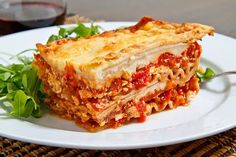 Chicken, Roasted Red Pepper and Goat Cheese Lasagna Recipe : A chicken lasagna with layers of chicken in a tasty tomato based sauce, goat cheese bechamel, sweet roasted red peppers and feta! Sweet Potato Lasagna Recipe, Vegan Lasagna Recipe, Recipe Pasta, Cheese Lasagna, Chicken Lasagna, Meatball Lasagna, Lasagna Food, Seafood Lasagna, Skillet Lasagna
