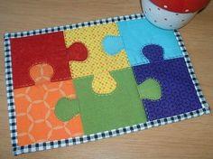 Jigsaw Mug Rug Pattern eindecken ? Mini Quilts, Small Quilts, Mug Rug Patterns, Quilt Patterns, Canvas Patterns, Quilting Projects, Sewing Projects, Cot Quilt, Place Mats Quilted